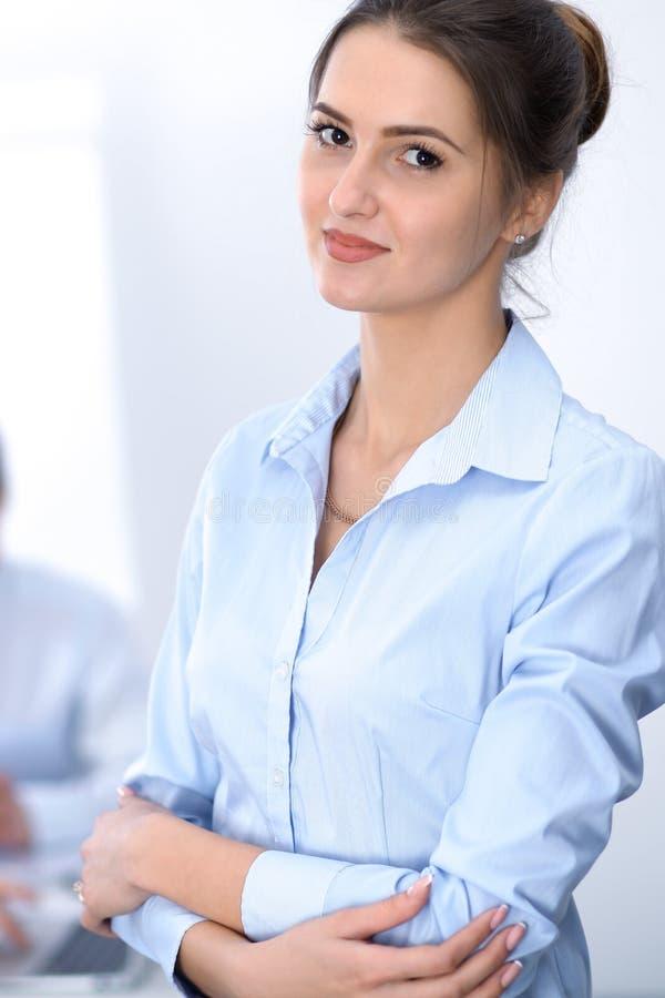 Härlig affärskvinna på mötet fotografering för bildbyråer