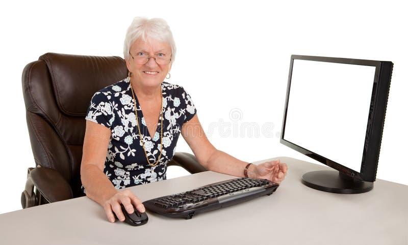 härlig affärskvinnapensionär royaltyfri foto