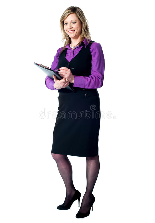 härlig affärskvinnastående arkivbild