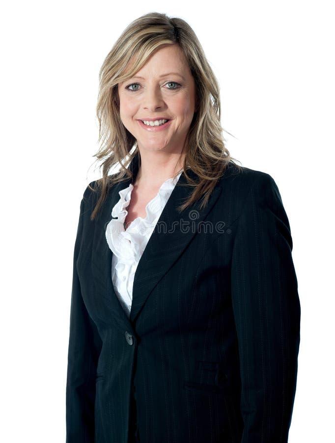 härlig affärskvinnastående s arkivfoton