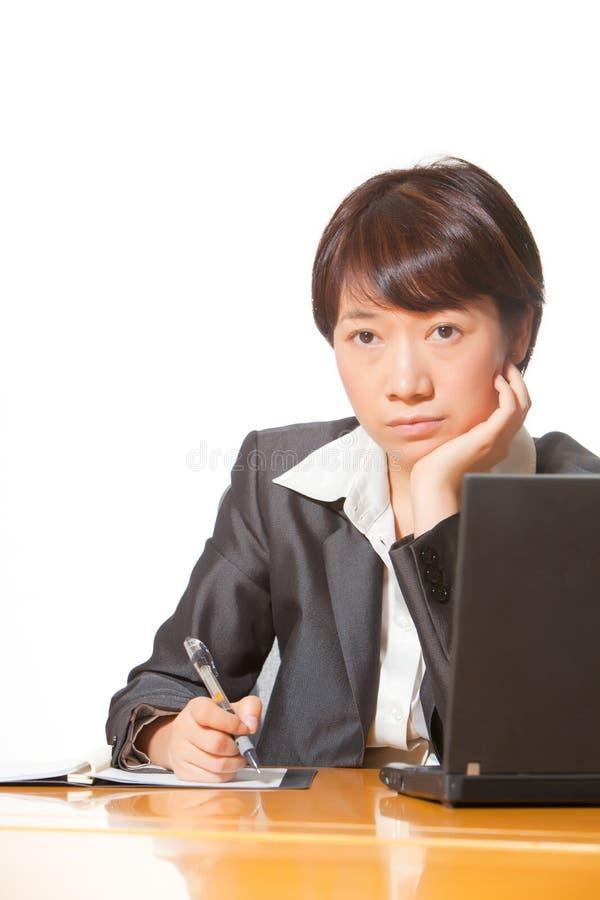 härlig affärskvinnaworking arkivbild