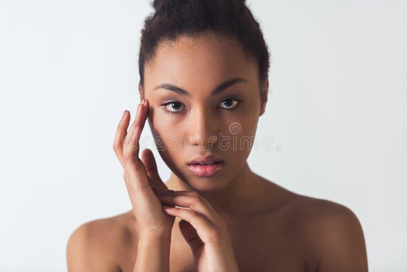 Härlig Afro--amerikan flicka arkivfoton