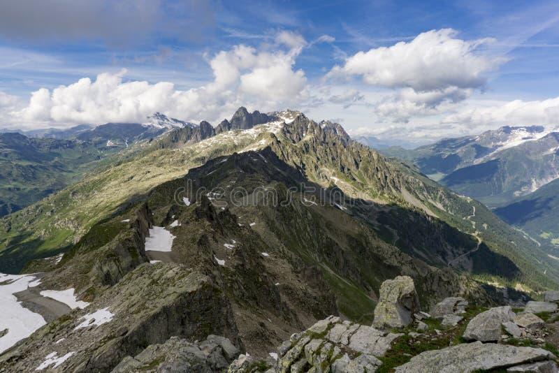 Härlig alpin sikt från toppmötet av Le Brevent france arkivfoto
