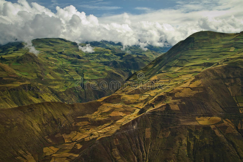 Härlig andean stad av Cañar i Azogues Ecuador royaltyfri fotografi