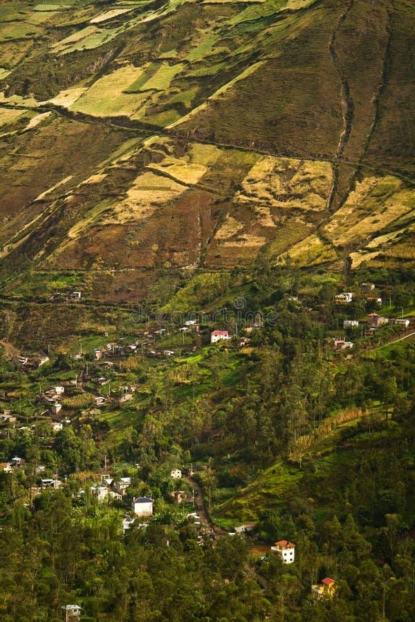 Härlig andean stad av Canar i Azogues Ecuador royaltyfri bild