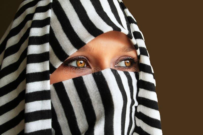Härlig arabisk kvinna royaltyfria bilder