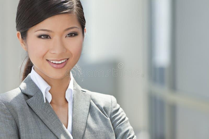 Härlig asiatisk kinesisk kvinna eller affärskvinna arkivfoto