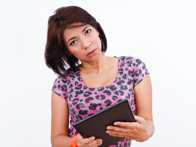 Härlig asiatisk kvinna med minnestavlan arkivbilder
