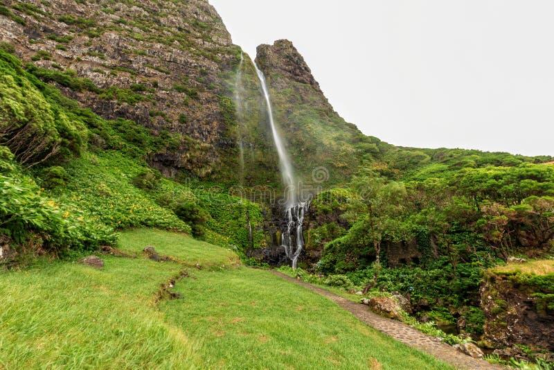 Härlig Azores vattenfall arkivfoton