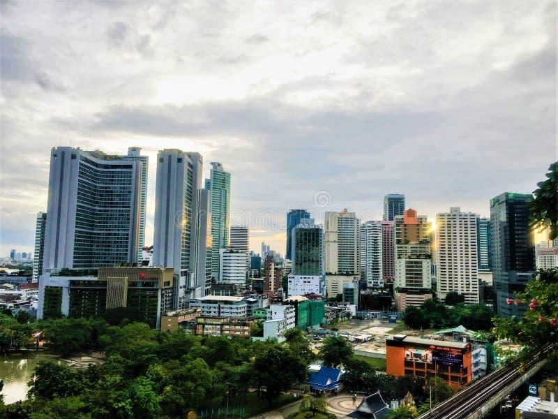 Härlig bästa sikt Thailand med moderna byggnader av cityscape royaltyfria foton