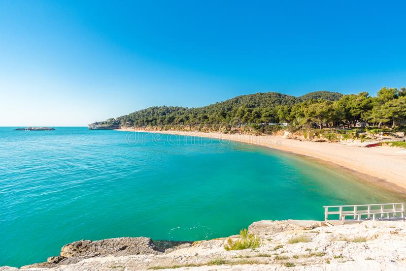 Härlig Baia di Campi strand, Vieste, Apulia, Italien arkivfoto