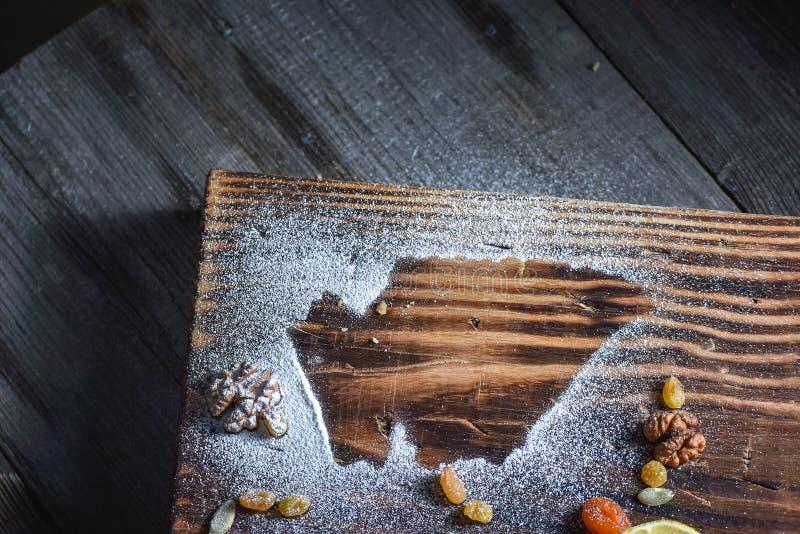 Härlig bakgrund för en blogg Georgiska sötsaker Efterrätt med honung som torkas - frukt och citron arkivbild