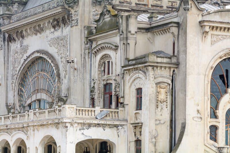 Härlig bakgrund på gammal stadsbyggnad Arkitektonisk sammansättning fotografering för bildbyråer