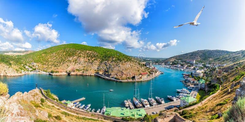 Härlig Balaklava fjärd i Krim, panoramautsikt royaltyfria bilder