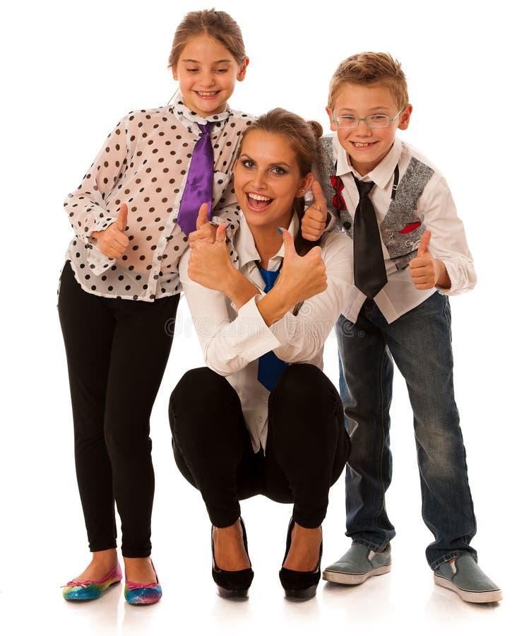 Härlig barnmoder med dottern och sonen som isoleras över whit royaltyfri bild