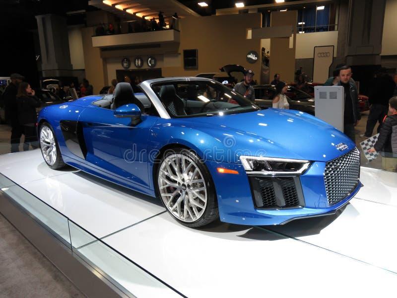 Härlig blå Audi R8 Spyder cabriolet arkivbild
