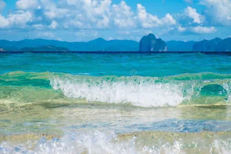 Härlig blå havsvåg royaltyfri foto