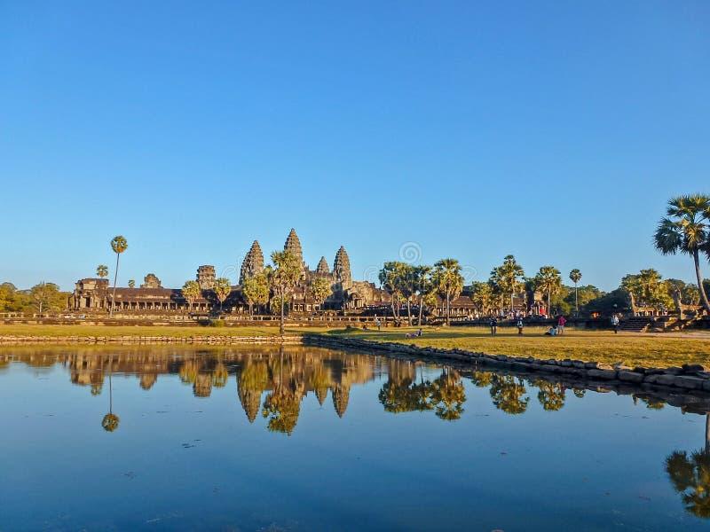 Härlig blå himmel på Angkor Wat, Cambodja fotografering för bildbyråer