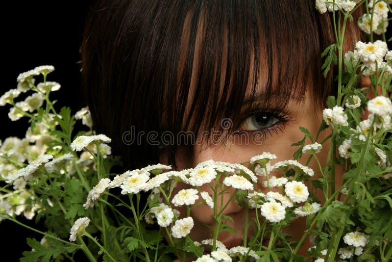 härlig blommaflicka fotografering för bildbyråer
