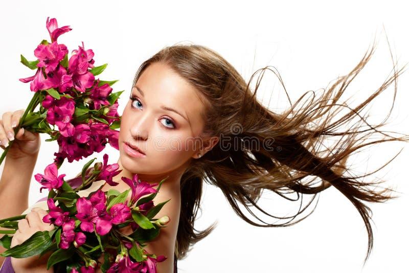 härlig blommakvinna fotografering för bildbyråer