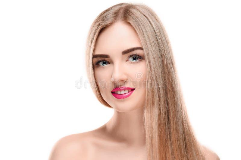 härlig blond flicka Sunt långt hår arkivfoton