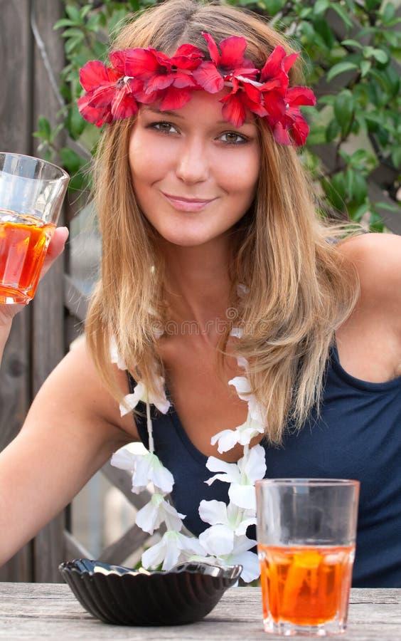 härlig blond flickahippie royaltyfri foto