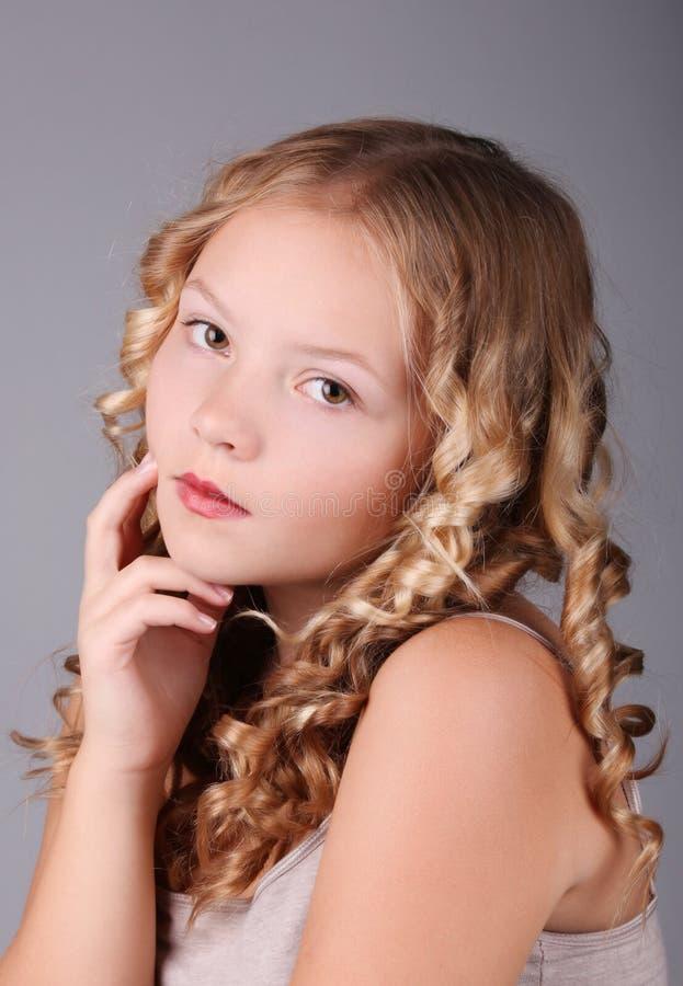 Härlig blond flickastående arkivfoto