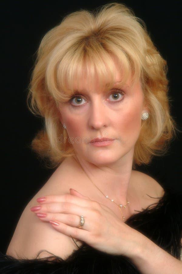 härlig blond kvinnlig royaltyfria bilder