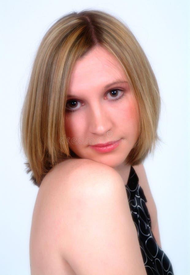 härlig blond kvinnligstående royaltyfri foto