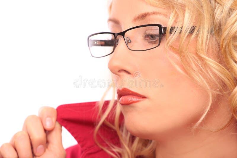 härlig blond optisk salong arkivfoton