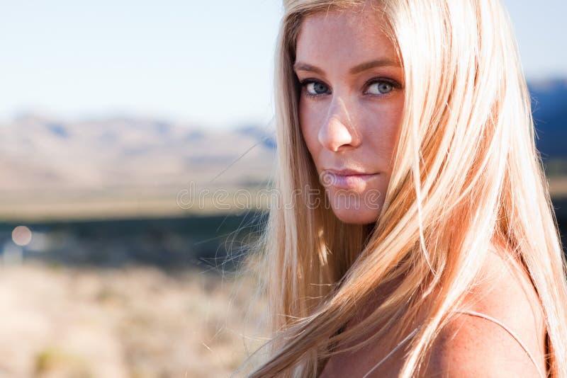 härlig blond sun royaltyfria bilder