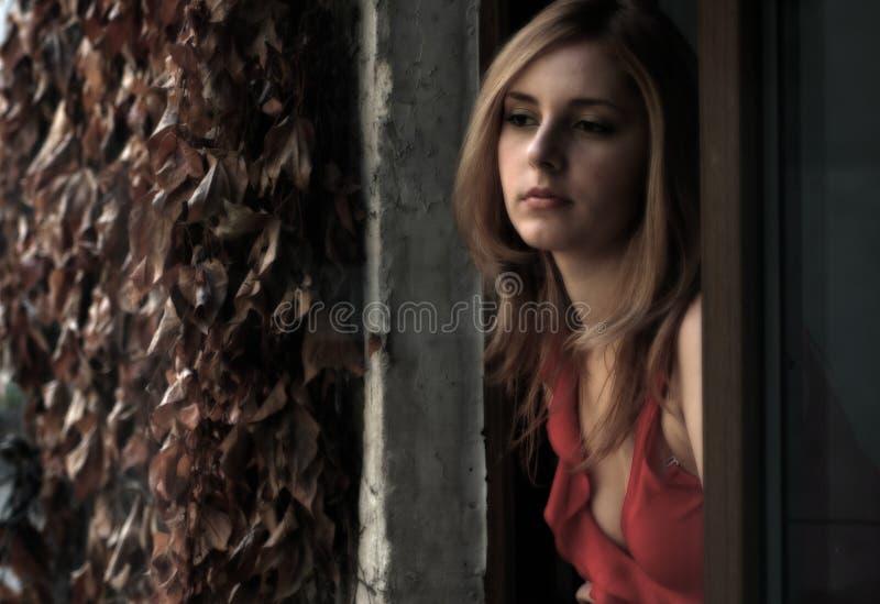 härlig blondin royaltyfri fotografi