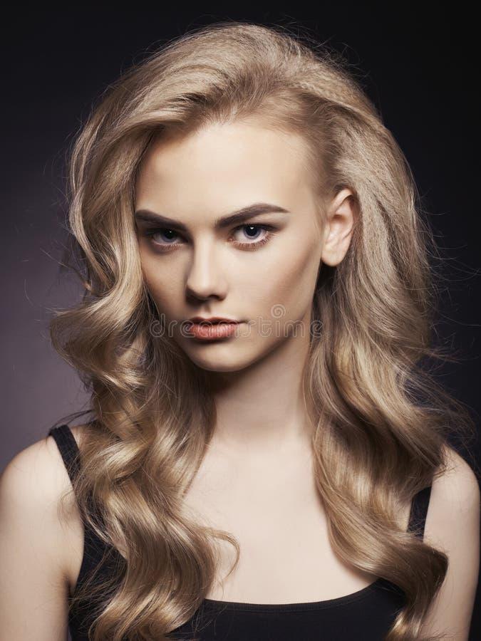 Härlig blondin royaltyfria bilder