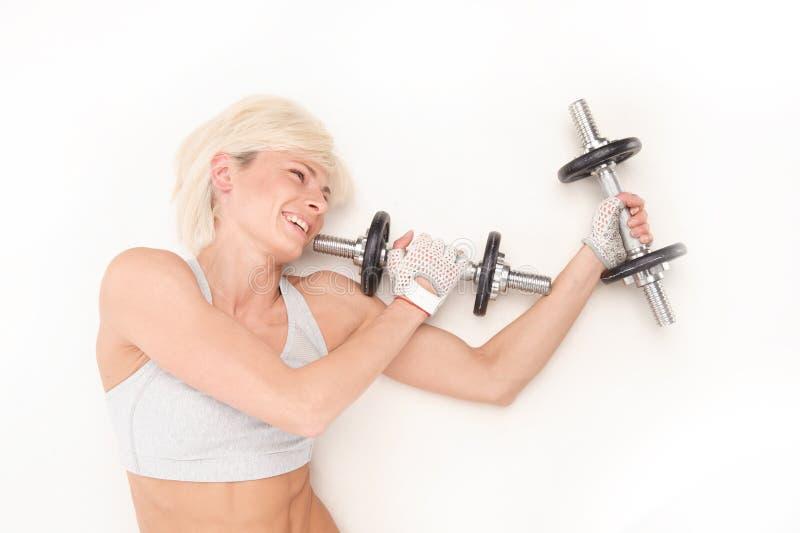 Härlig blondin med ett idrotts- diagram royaltyfri bild