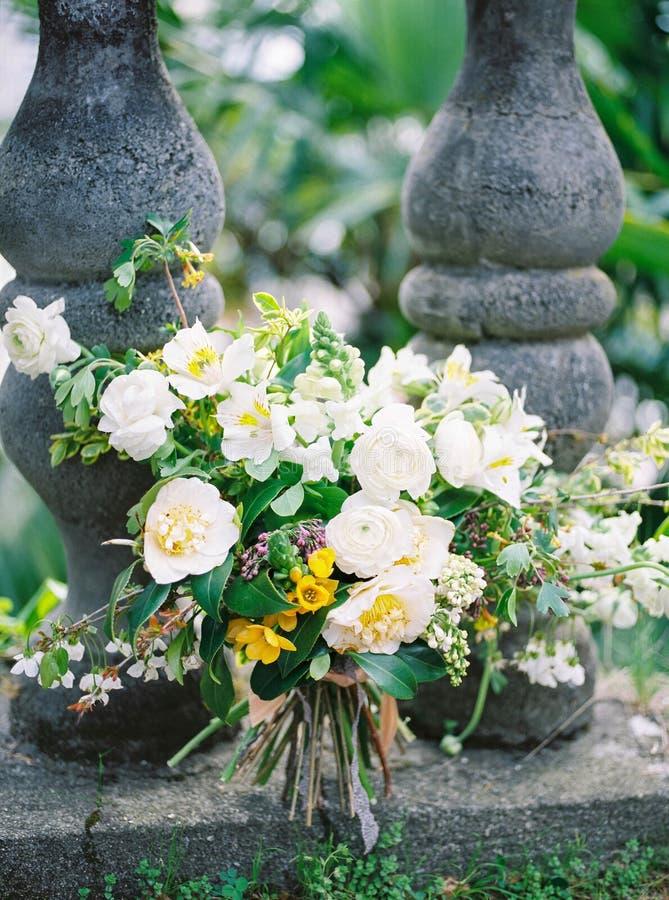 Härlig bröllopvitbukett för cirkelcirklar för bakgrund som blommor för blomman för det botaniska för företag begreppet för samman arkivbild