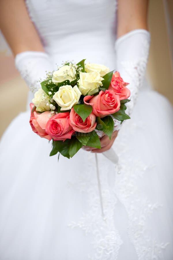 Härlig brud- bukett på brölloppartiet fotografering för bildbyråer