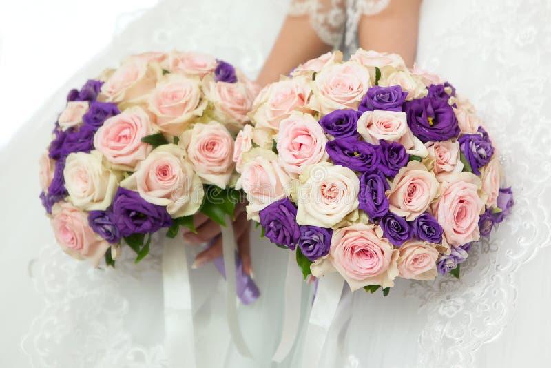 Härlig brud- bukett på brölloppartiet royaltyfria bilder