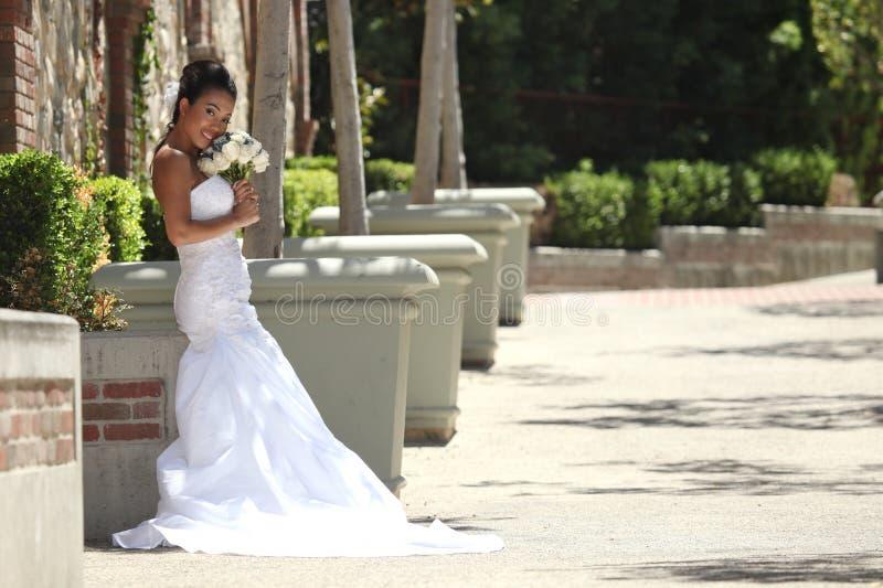 härlig bruddag henne bröllopbarn royaltyfria bilder