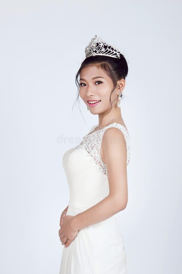 härlig brudkines royaltyfria bilder
