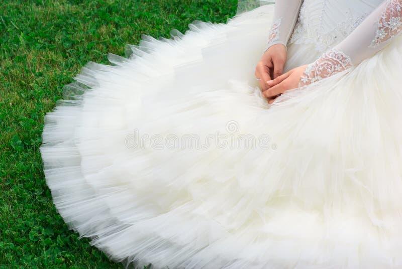 härlig brudklänning royaltyfri fotografi
