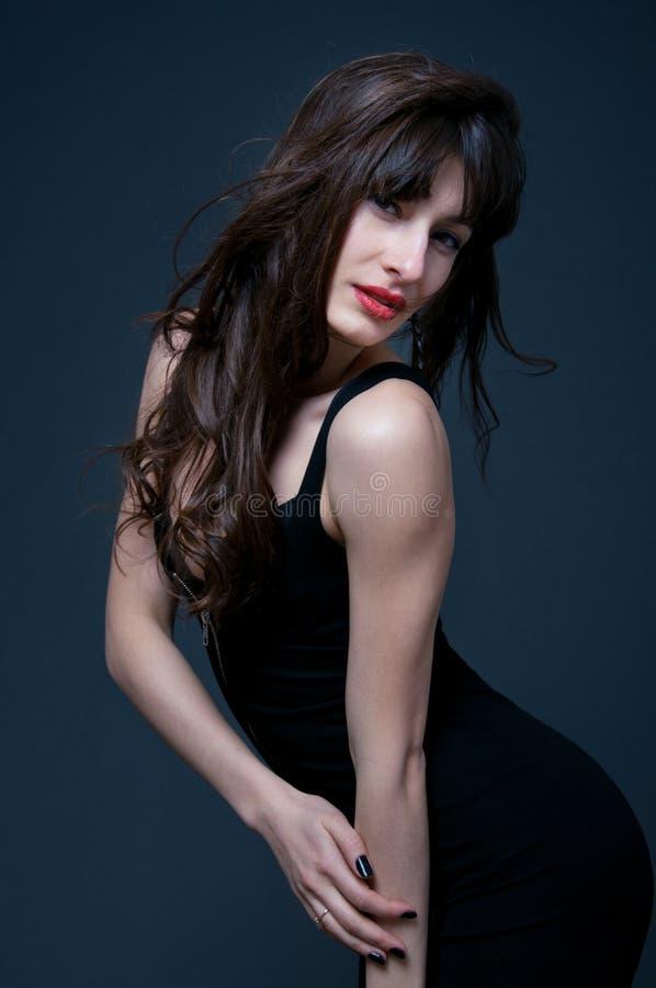 Härlig brunettkvinna royaltyfria bilder