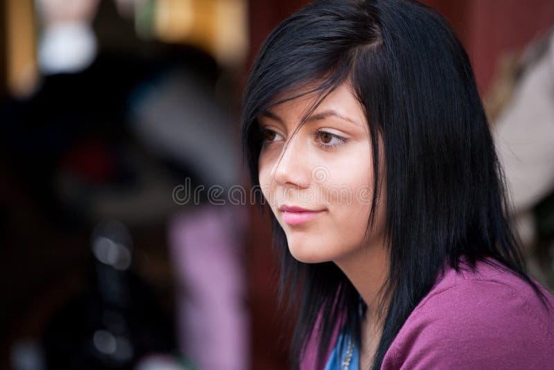 Härlig brunettstående
