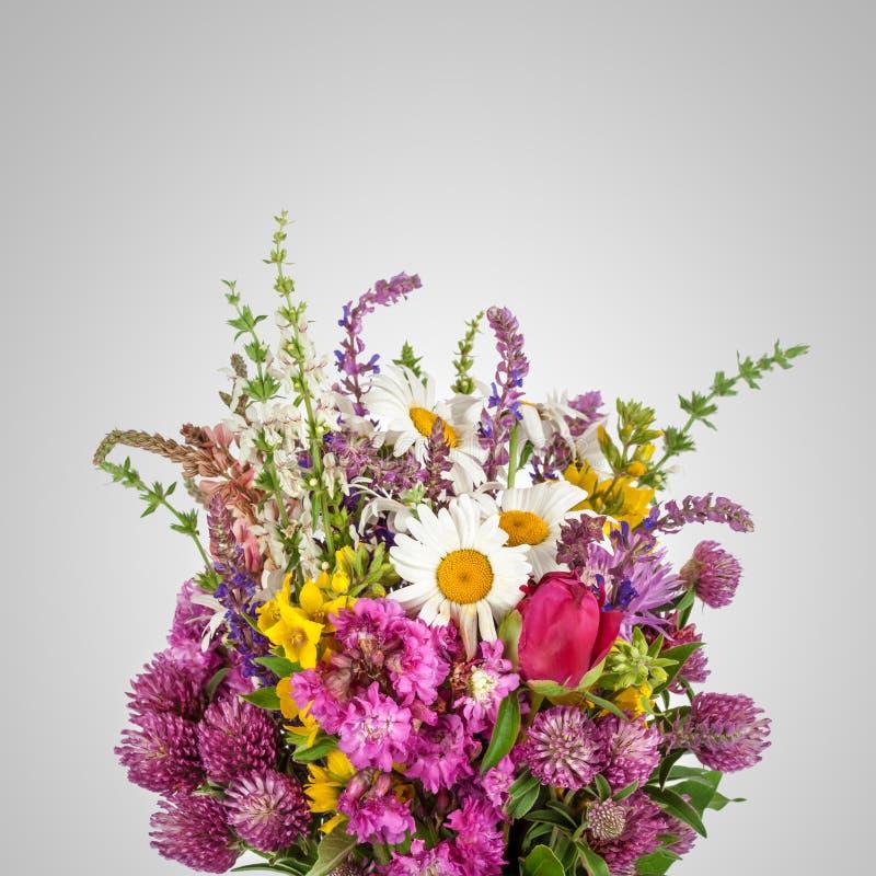 Härlig bukett för lösa blommor vildblommar royaltyfri fotografi
