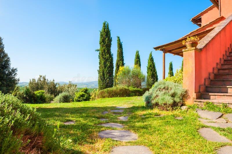 Härlig bygd i Tuscany, Italien royaltyfri fotografi