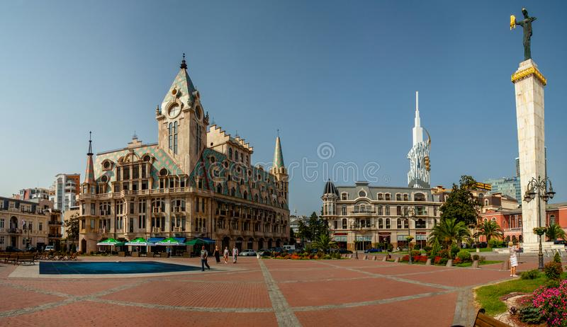 Härlig byggnad på den Europa fyrkanten i Batumi, Georgia arkivfoton