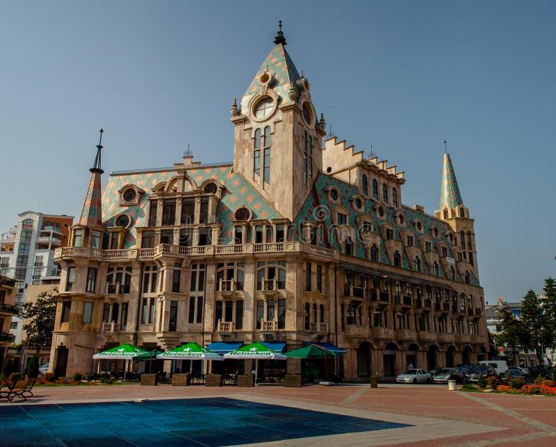 Härlig byggnad på den Europa fyrkanten i Batumi, Georgia royaltyfria foton