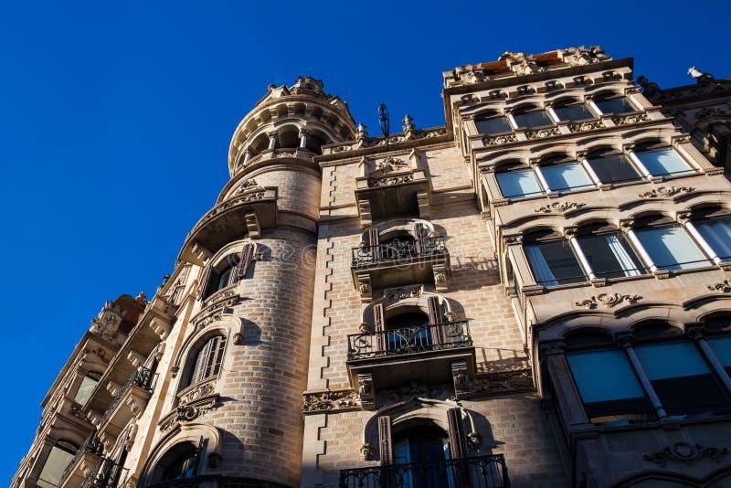 Härlig byggnad på Passeig de Gracia i Barcelona arkivbild