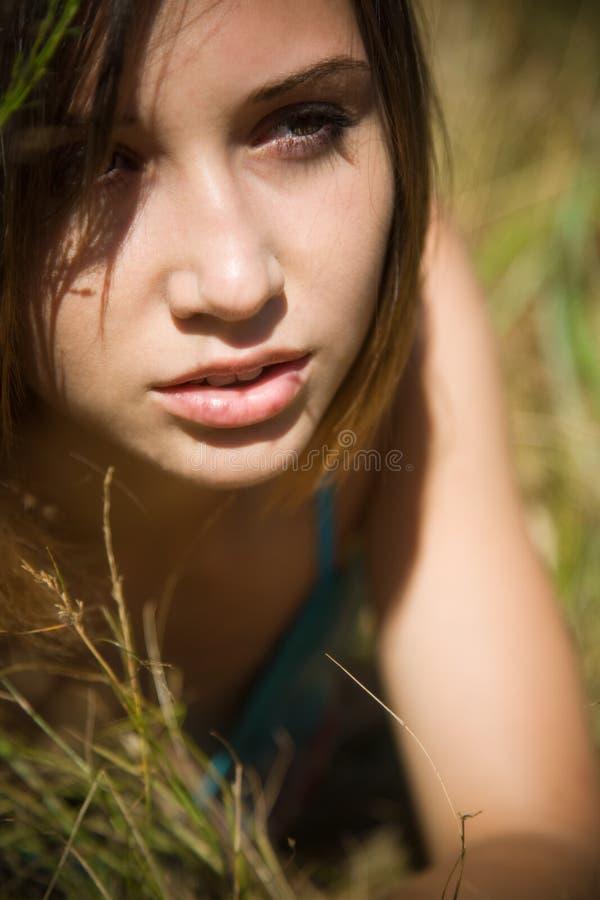 härlig caucasian flicka fotografering för bildbyråer
