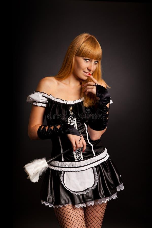 härlig caucasian klädd fransk maidkvinna arkivfoto