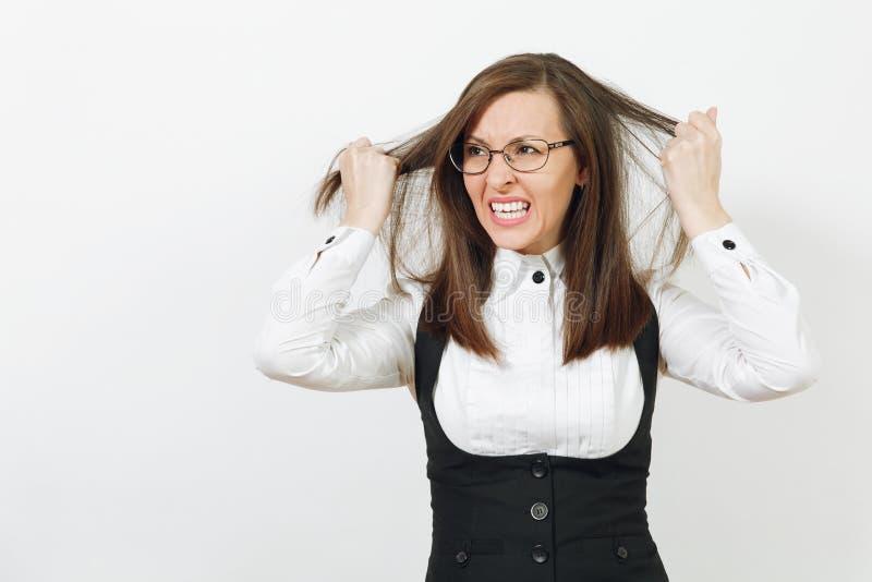 Härlig caucasian ung brunt-hår affärskvinna som isoleras på vit bakgrund Chef eller arbetare Kopieringsutrymmeannonsering arkivfoto